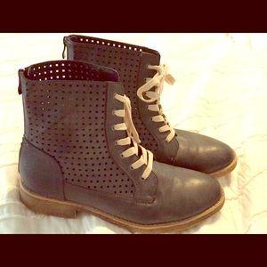Women's Boots 😍💗